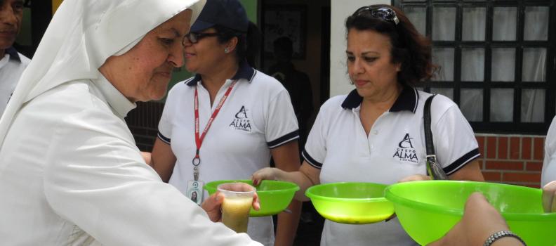 Fundación Alma preparó sopa comunitaria para niños del hospital Tobías Guevara